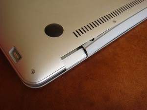 MacBook Air Broken Hinge