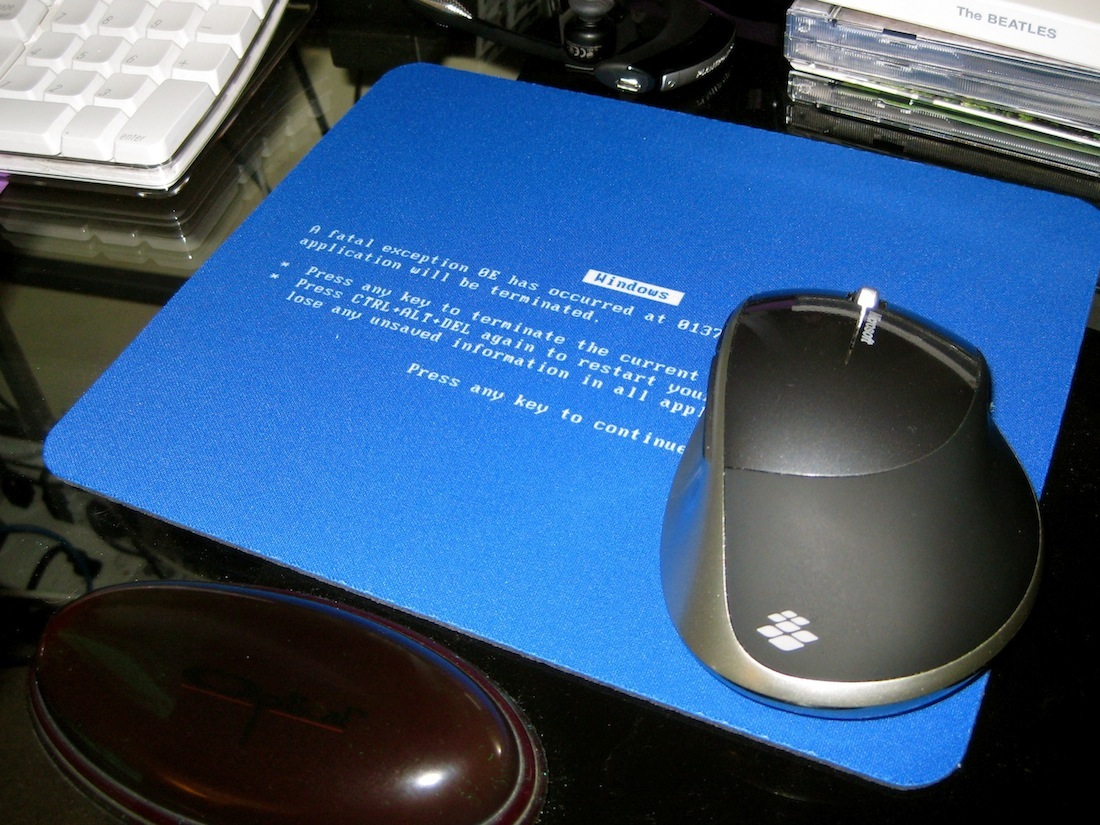 geek swag blue screen of death mousepad the geek whisperer